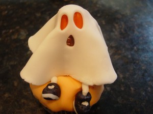 finished fondant ghost cupcake for Halloween