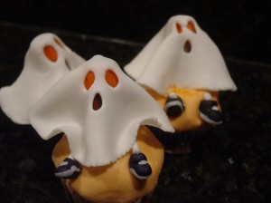 fondant ghost cupcakes for halloween