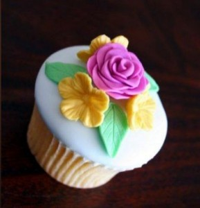 Fondant Flowers Cupcake