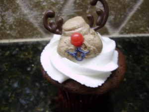oulined reindeer mouth for reindeer cupcake