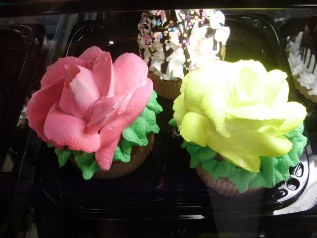 Kroger Cupcake Cake Designs : Kroger Bakery   Cupcakes Jumbo Style
