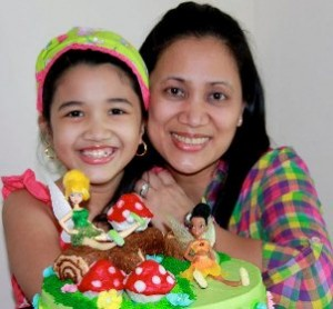 Featured Cupcake Artist Cyla with Daughter.