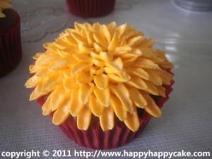 Chrysanthemum cupcake by TengSern Peh