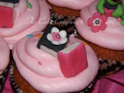 fondant book cupcakes